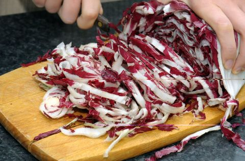 La ricetta del radicchio al microonde un ottimo contorno - Cucinare spendendo poco ...