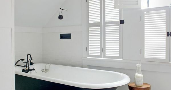 baignoire ancienne et robinetterie ancienne salle de bain retro sous pente salle de bain. Black Bedroom Furniture Sets. Home Design Ideas