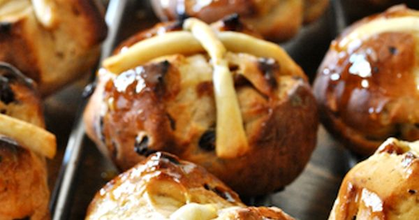 Traditional Hot Cross Bun Recipe - Traditional English Recipes