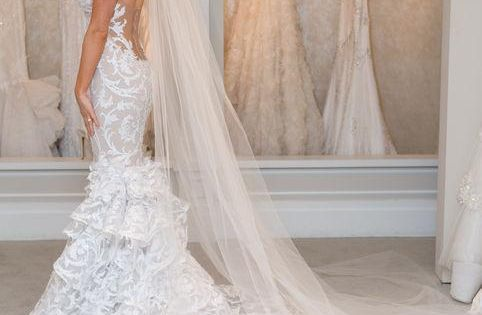 Low Back Wedding Dress With Veil Lots Of Lace And A Super Cut Open