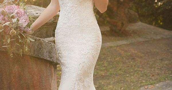 I love a wedding dress that highlights beautiful shoulders. What a stunning