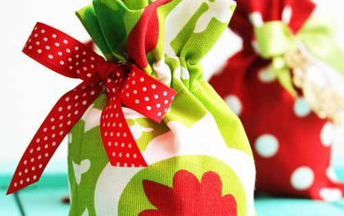 Drawstring gift bag tutorial. gift bag tutorial sewing diy