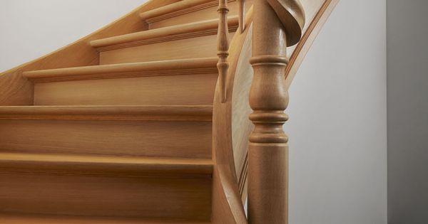 Eiken trap met hoofdkolom rond en leuning rond kolom geslingerd landelijke trappen met houten - Redo houten trap ...