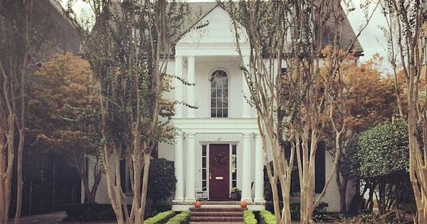 Pictureperfect i spot a little house pinterest for Casa revival gotica