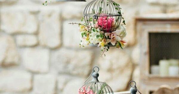 Decoração charmosa com gaiolas. As gaiolinhas são ótimas para decoração de casamentos