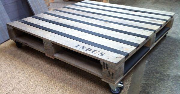 table basse bois massif exotique table basse palette sur roulettes et plateau pour revues. Black Bedroom Furniture Sets. Home Design Ideas