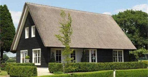 Zwart Houten Huis Met Rieten Dak Houses Pinterest House Scandinavian Cottage And Exterior