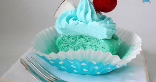 Blue Hawaii Cupcakes! This is one of my favorite Rum Drinks, but