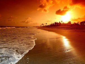 Hermoso Amanecer En Una Gran Playa 59838 Beach Sunset Wallpaper Sunset Wallpaper Sunrise Beach