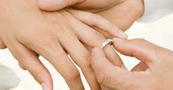 Why The Wedding Ring Is Worn On The 4th Finger Of The Left Hand Http Myhoneysplace Co Engagement Ring On Hand Wedding Ring Finger Engagement Rings On Finger