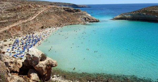 Playa de los conejos lampedusa italia paisajes for Piscina jose garces