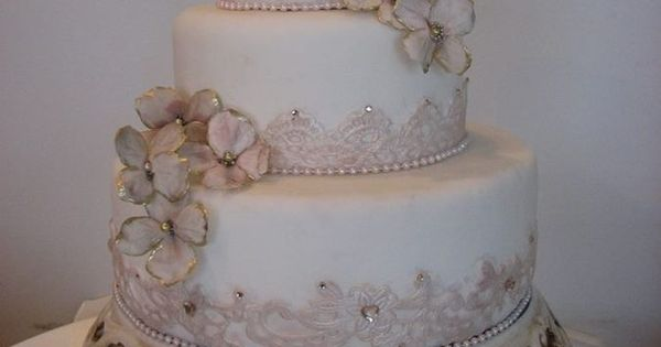Vintage Wedding Cake - Vintage Wedding Style Ideas and Inspiration - Maven