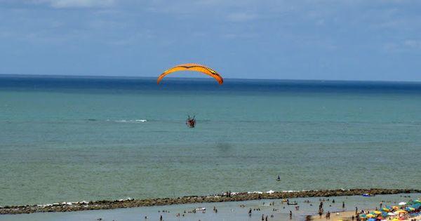 Parapente Na Praia De Candeias Com Imagens Parapente Praia