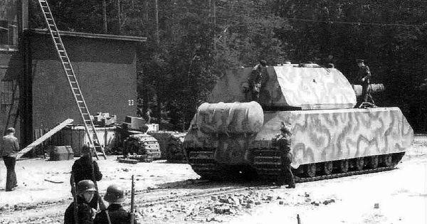 ein superpanzer der riesige maus battle tanks. Black Bedroom Furniture Sets. Home Design Ideas