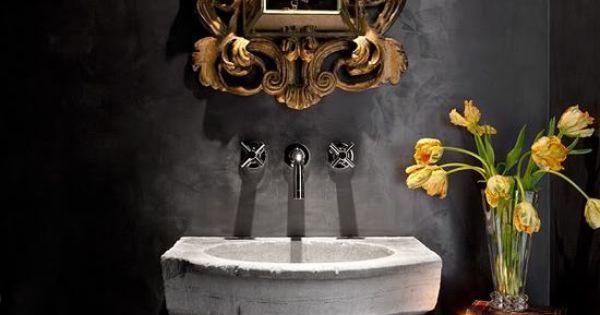 Ba o con lavabo de piedra grifos de pared espejo barroco paredes pintadas negro bathroom - Banos con paredes pintadas ...