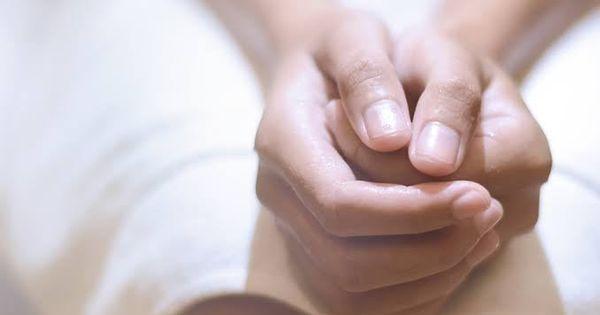 أسباب التهاب البواسير وطرق علاجه Hemorrhoids Inflammation Holding Hands