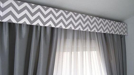 Sobrio gris y blanco con dise o dise os de cortinas for Diseno cortinas salon