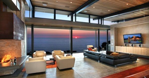 panorama-blick-villa-am-meer-design-wohnzimmer-offen-kamin-sofa ... - Interior Design Wohnzimmer Modern