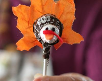 turkey lollipop made with tootsie roll pop