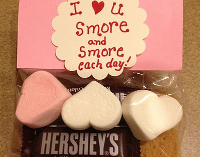 love this!!!!!--a ziploc bag, some construction paper & a few Smores materials!!!--perfect