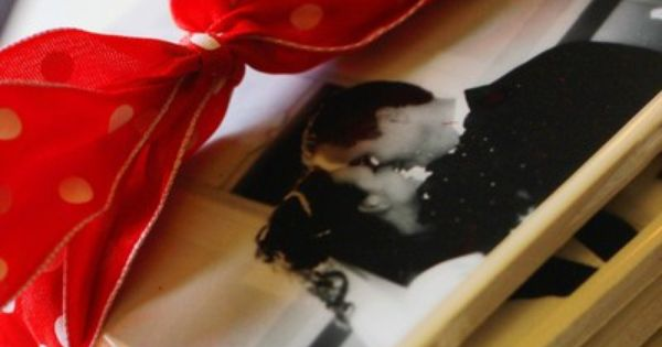 DIY Christmas gift idea: photo coasters: 4x4 tiles and 4x4 pics, glue