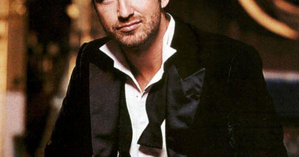 Gerard Butler....such eye candy!!