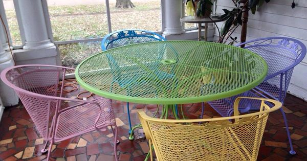 Spray Painted Wrought Iron Patio Furniture Using Rustoleum
