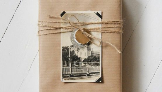 gift wrap idea vintage photo, brown kraft paper, raffia