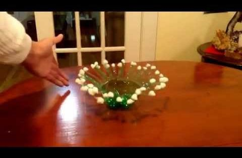C mo hacer un centro de mesa con botellas de plastico - Youtube centros de mesa navidenos ...