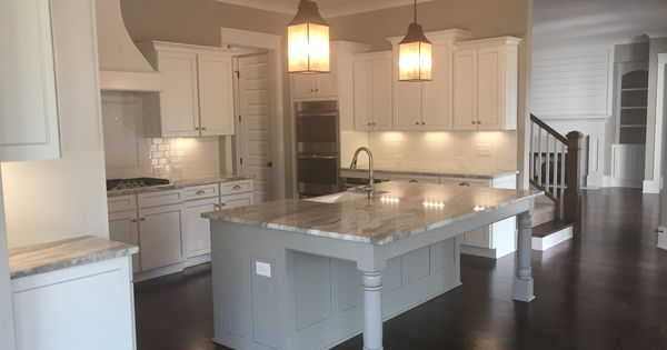Westchester plan cabinets adams maple white w pewter for Kitchen cabinets yonkers