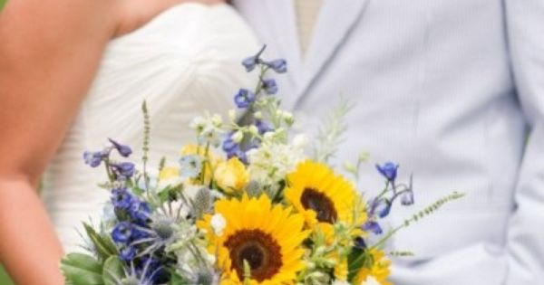 Beautiful blue and sunflower bouquet - Wedding look