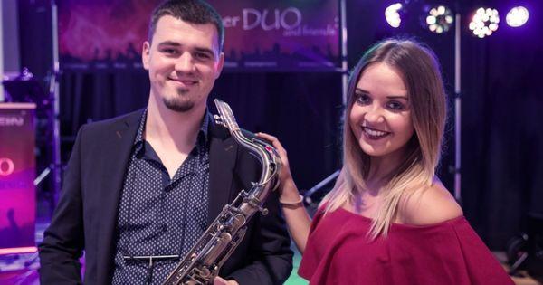 Munchner Duo And Friends Profi Band Aus Munchen Bayern Moderator Tamada Dj Saxophonist Hochzeitsband Musikb Russische Musik Musik Russische Hochzeit