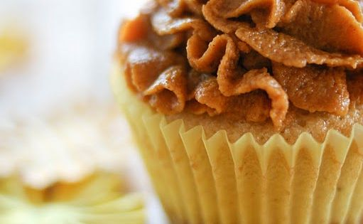 Pumpkin pie cupcakes - actually vanilla cake with a graham cracker crust