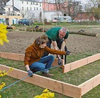 Marc Schwarzinger 2 V L Baut Am 20 Marz Bevor Verscharfte Abstandsregeln In Kraft Getreten Sind D Konventionelle Landwirtschaft Offentlicher Garten Jaten