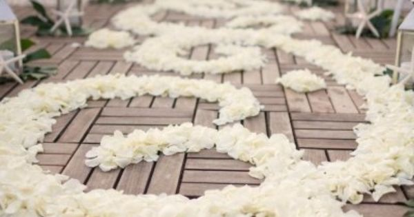 25 Romantic Wedding Aisle Petals Decor Ideas | Weddingomania... might be a