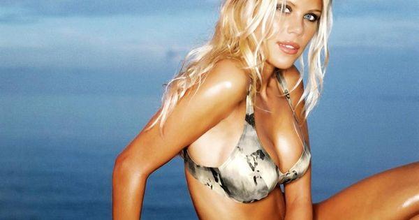 Free bikini model wallpapers