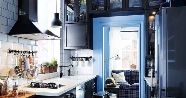 eine schmale k che u a mit metod wandschrank mit b den in schwarz mit front laxarby in. Black Bedroom Furniture Sets. Home Design Ideas