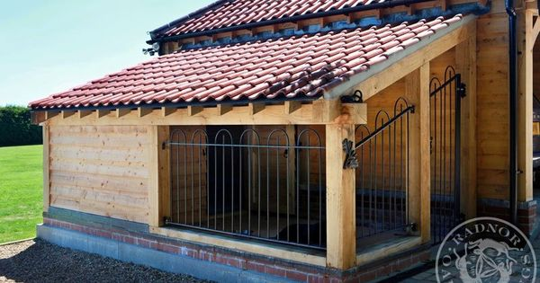 Lean to style of dog kennel with roofed run area dogs Lean to dog house plans