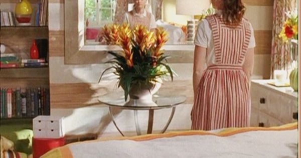 Love The Horizontal Stripes In Rory S Bedroom Gilmore Girls