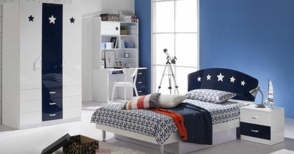 Chambre d 39 ado gar on tapis blanc en fourrure meubles en for Moquette chambre ado