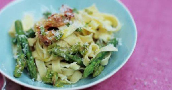 Tagliatelle with asparagus, crispy pancetta and Parmesan | Recipe ...