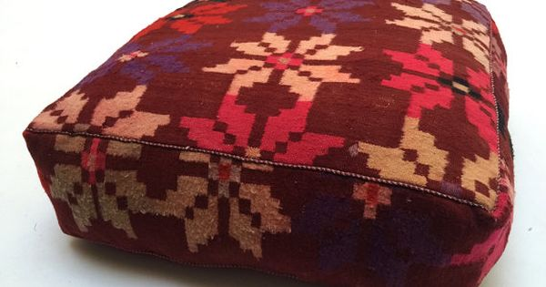 Kleur en patronen met unieke marokkaanse stijl vieren dit traditionele one of a kind rode - Rechthoekige lederen pouf ...