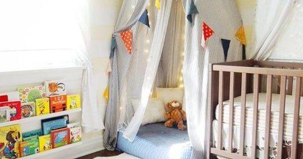 Decora o quarto de beb com bandeirinhas de tecido for Rosa weiay gestreifte tapete