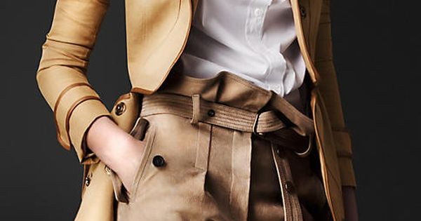 Burberry Prorsum Disconnected Detail Flying Coat Issues and Inspiration on Womens Fashion