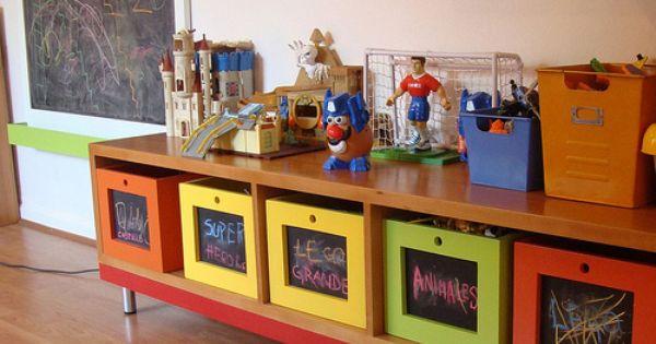 Mueble para guardar juguetes con cajones de pizarr n for Mueble juguetes