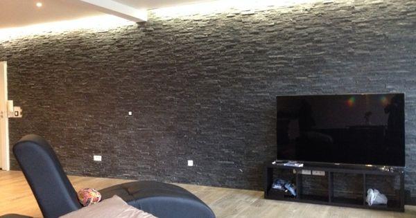 salon en parquet massif mur de pierre anthracite gorge. Black Bedroom Furniture Sets. Home Design Ideas