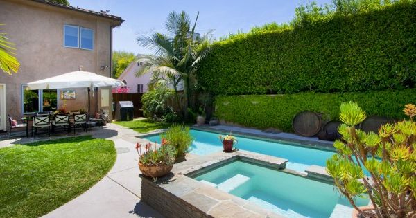 The backyard pool and hot tub spa in our los angeles for Los angeles homes for sale with pool