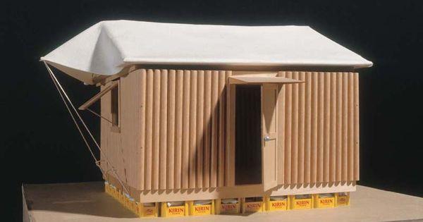 Paper log house 1995 shigeru ban caisse remplie de sable for Habitat minimaliste