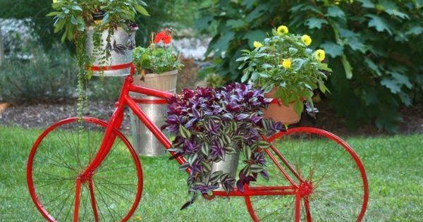 Bicicletas vintage para decorar el jard n bicicletas for Guardar bicicletas en el jardin