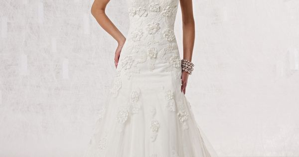 Sweetheart dropped waist tulle wedding dress. Like the top